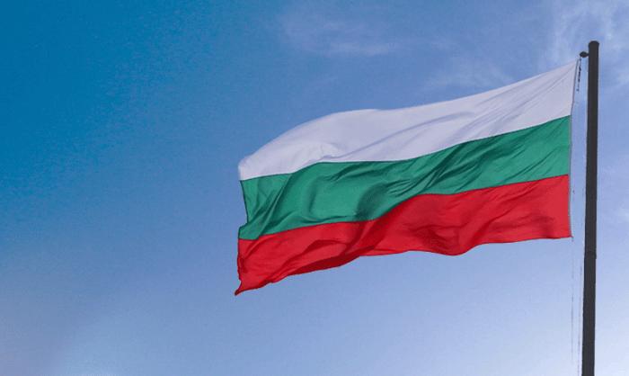 bulgarian-flag-pole-blue-sky