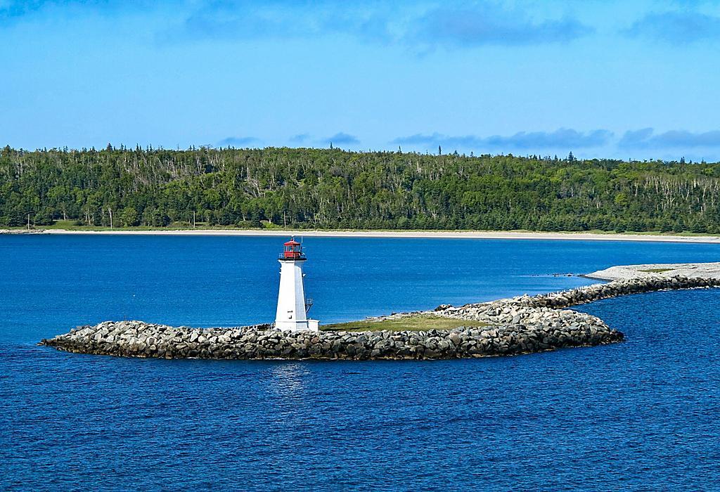 halifax-nova-scotia-mcnabs-island-lighthouse
