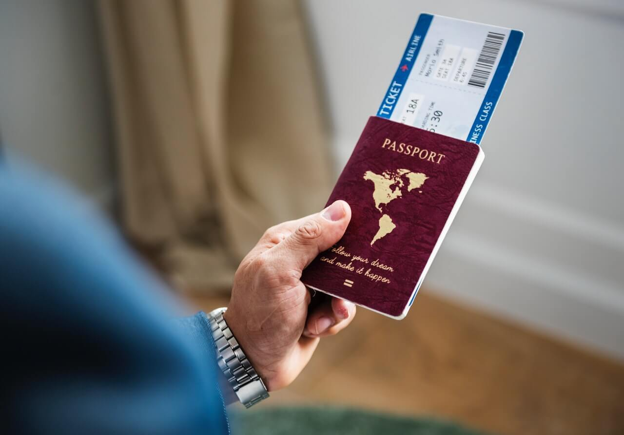 how to travel with dual citizenship